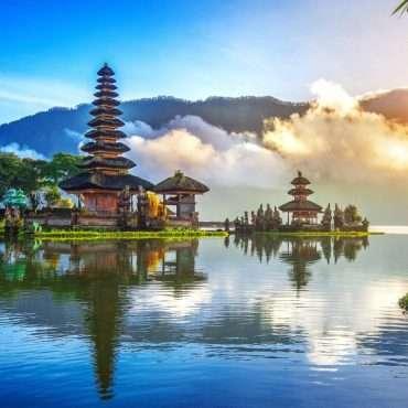 Bali-Temple-Complex-near-a-Lake-1024x682